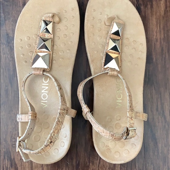 fa2e1bc9a77e NWOT Vionic T Strap Gold and Cork Sandals Size 8. M 5c44d8c35c4452f91b7e8778